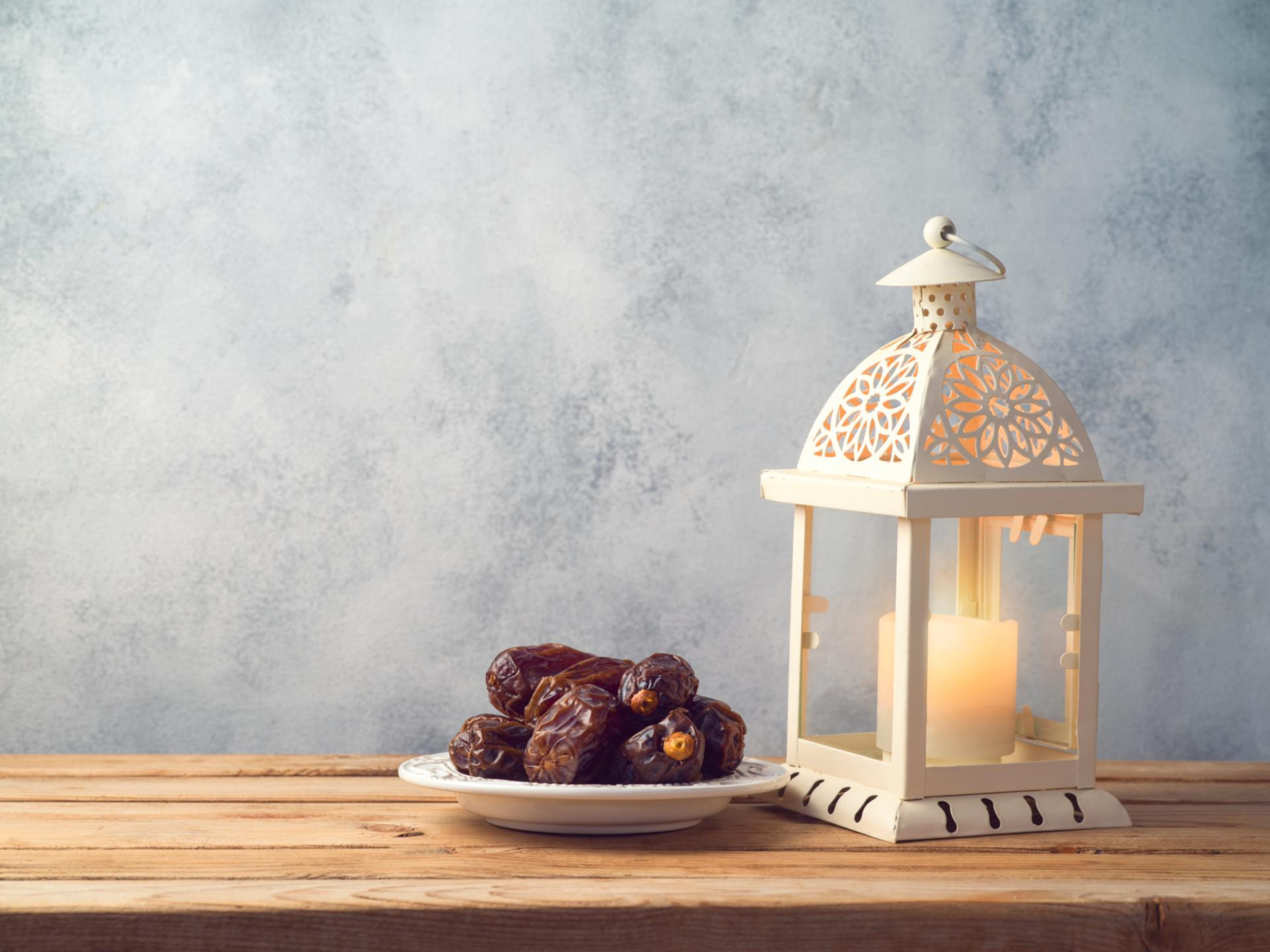 Ramadan-dates-lantern